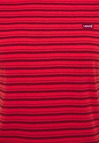 Levi's® - BABY TEE - Print T-shirt - silphium poppy red - 2