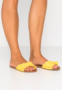 Anna Field - Mules - yellow - 0