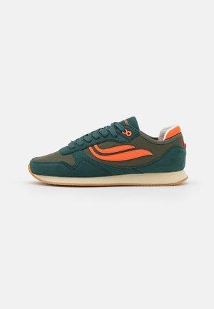IDUNA UNISEX - Sneakersy niskie - petrol/olive/orange