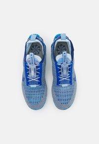Nike Sportswear - AIR VAPORMAX 2020 UNISEX - Sneakers - stone blue/deep royal blue/glacier blue - 3