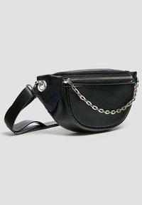 PULL&BEAR - MIT KETTENDETAIL - Bum bag - black - 3