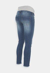 Pieces Maternity - PCMLILA  DESTROYED - Jeansy Skinny Fit - medium blue denim - 1