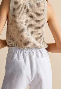 Massimo Dutti - MIT BUNDFALTEN - Tracksuit bottoms - white - 5