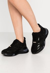 Liu Jo Jeans - Sneakersy niskie - black - 0
