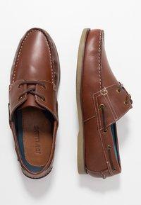 Jacamo - WIDE CLASSIC BOAT SHOE - Seglarskor - brown - 1
