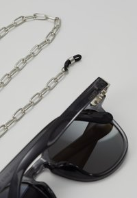 Urban Classics - SUNGLASSES ITALY WITH CHAIN - Zonnebril - grey/silver - 3