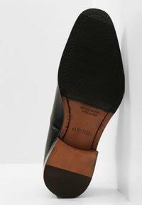 J.LINDEBERG - HOPPER TOE PORT - Elegantní šněrovací boty - black - 4