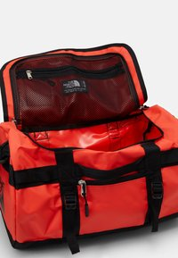 The North Face - BASE CAMP DUFFEL XS UNISEX - Sportväska - black - 3