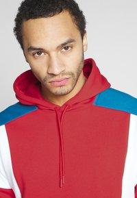 Nike Sportswear - HOODIE - Bluza z kapturem - university red/white/industrial blue - 3