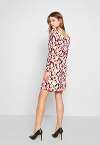 Glamorous - OFF SHOULDER WRAP DRESS - Kjole - brush - 2