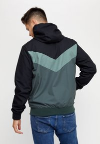 Mazine - DUNS - Light jacket - black/bottle - 1
