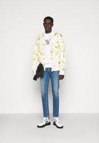 Versace Jeans Couture - FELPA - Sweatshirt - white - 1