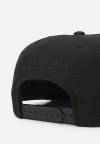 Mitchell & Ness - BRANDED SMALL BOX LOGO SNAPBACK - Cap - black - 3