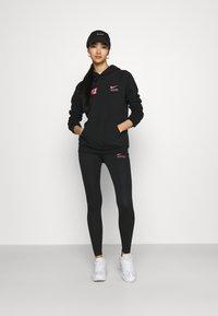 Nike Sportswear - Topper langermet - black/hyper pink - 1