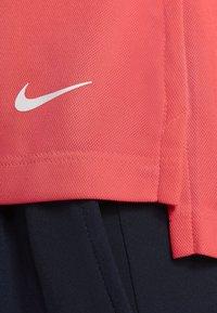 Nike Golf - DRY VICTORY - Koszulka sportowa - laser crimson/white - 4