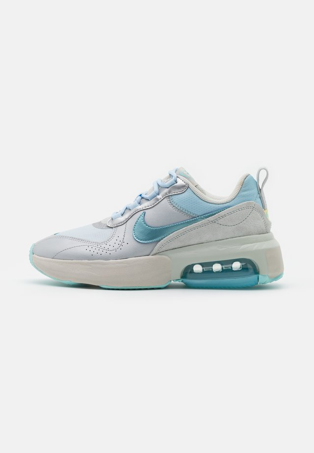 AIR MAX VERONA - Baskets basses - metallic platnum/glacier ice