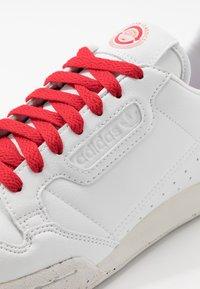 adidas Originals - CONTINENTAL 80 UNISEX - Trainers - footwear white/scarlet - 7