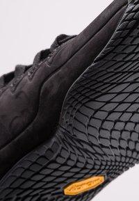 Merrell - VAPOR GLOVE LUNA - Minimalist running shoes - black - 5