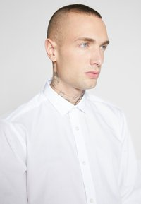Only & Sons - ONSSANE SOLID POPLIN - Shirt - white - 4