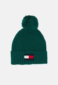 Tommy Hilfiger - BIG FLAG BEANIE POM POM - Beanie - green - 0