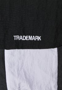 Nike Sportswear - Windbreaker - black/anthracite/white - 2