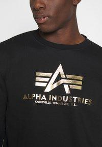 Alpha Industries - BASIC - Mikina - black/yellow gold - 4