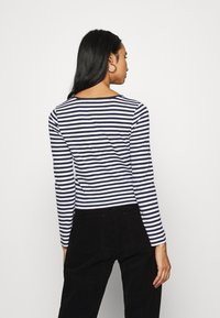 Tommy Jeans - STRIPED CROP LONGSLEEVE - T-shirt à manches longues - twilight navy/white - 2