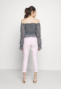 GAP Petite - ANKLE BISTRETCH  - Kalhoty - pink gingham - 2