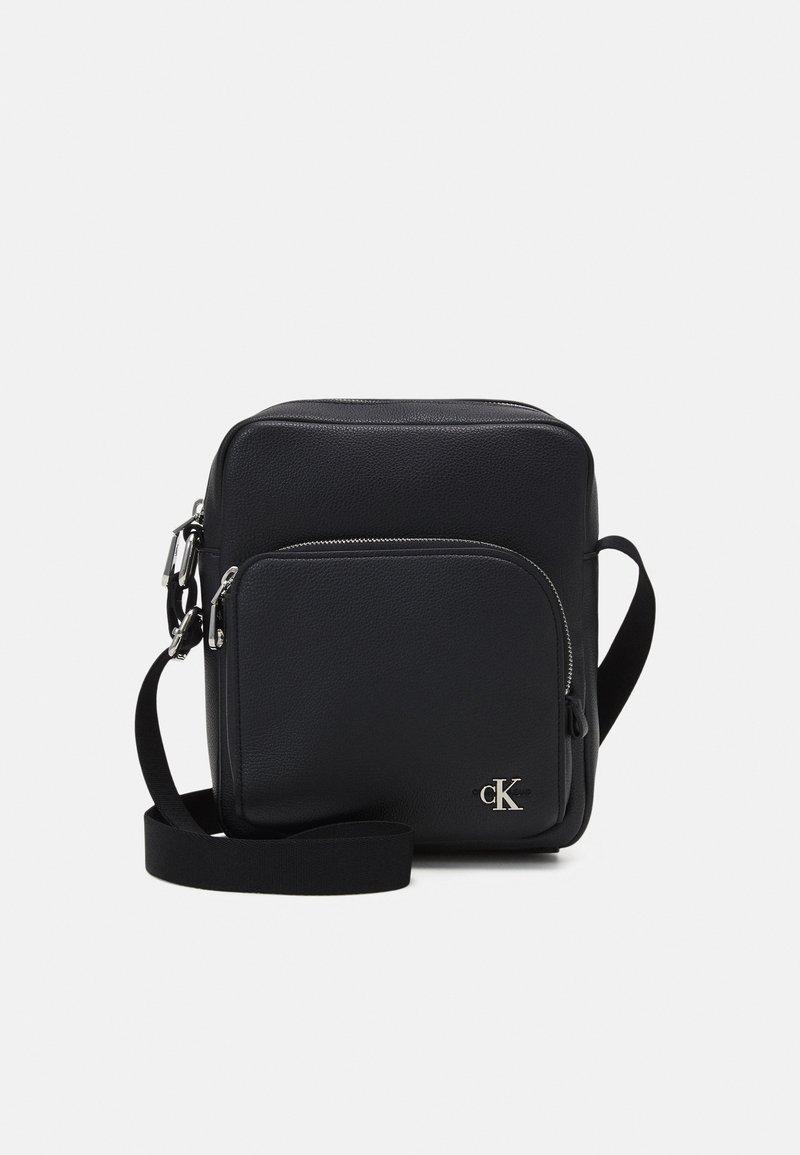 Calvin Klein Jeans - MICRO REPORTER UNISEX - Taška spříčným popruhem - black