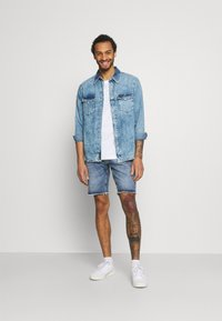 Redefined Rebel - RROSAKA - Shorts di jeans - vintage denim - 1