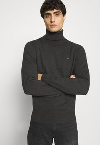 Tommy Hilfiger - ROLL NECK - Pullover - charcoal heather - 3