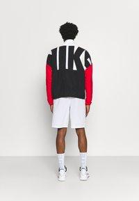 Nike Performance - STARTING - Sportovní bunda - white/black/university red - 2