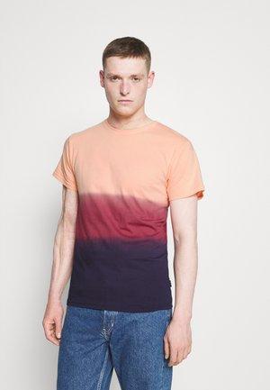 HOLI - T-shirt med print - orange