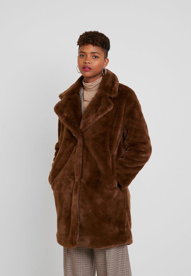 KYRA - Zimní kabát - chocolate lab