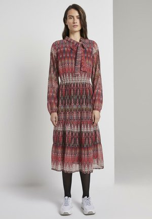 MIT VOLANT - Day dress - mottled red