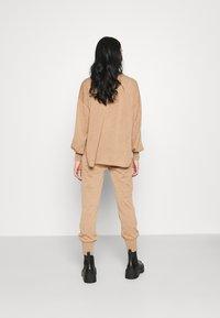 YAS - YASRONJA - Tracksuit bottoms - tawny brown melange - 2