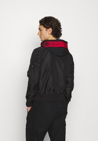 Alpha Industries - HOOD CUSTOM - Bomber Jacket - black/red - 2