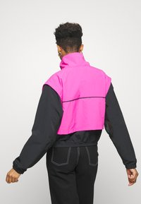 Reebok Classic - COVER UP - Windbreaker - dynamic pink - 2