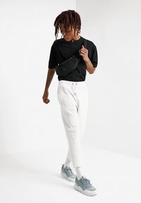 Urban Classics - CROPPED HEAVY PANTS - Tracksuit bottoms - white - 1