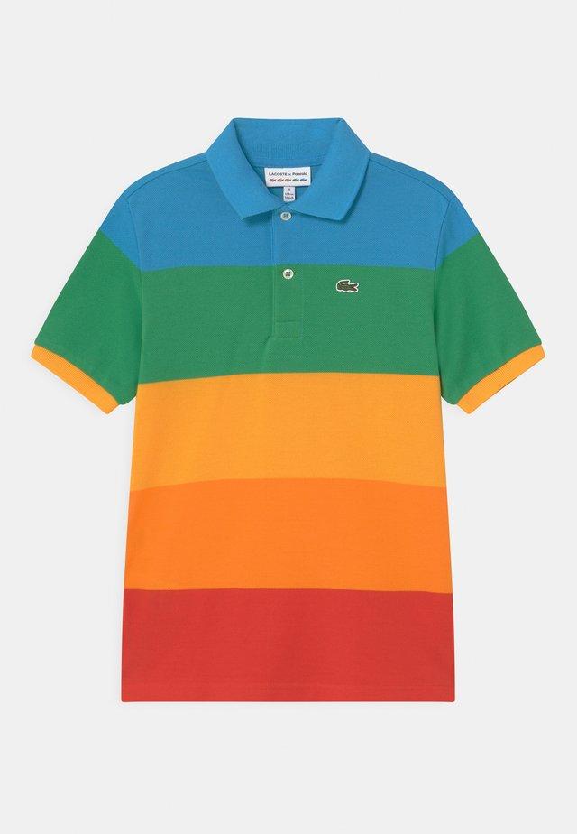 LACOSTE X POLAROID  - Polo shirt - fiji/malachite/gypsum/orpiment/corrida