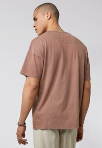 Tigha - ARNE VINTAGE - Basic T-shirt - vintage mahogany - 2