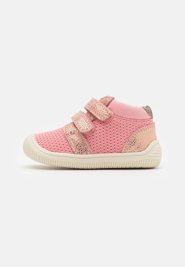 TRISTAN  - Baby shoes - soft pink