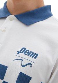 Vans - MN VANS X PENN POLO - Polo shirt - (penn) white - 2