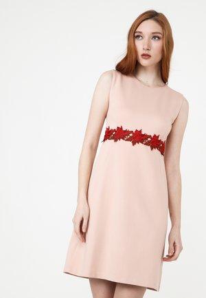 ELONI - Jersey dress - pfirsich