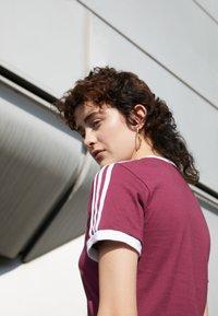 adidas Originals - TEE - T-shirt - bas - victory crimson - 2