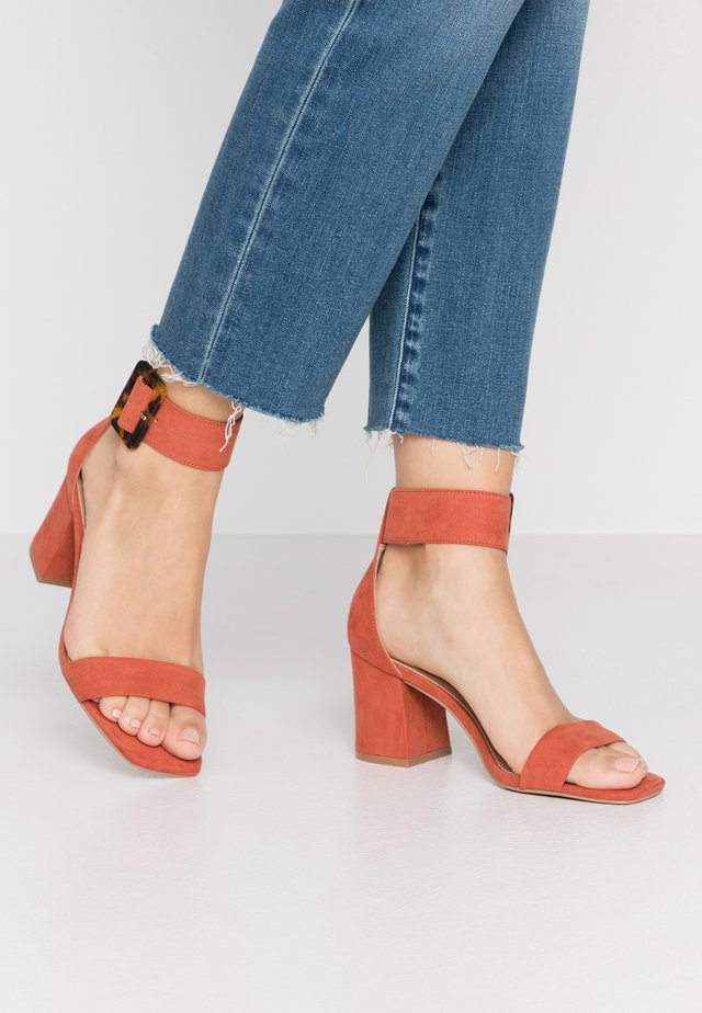 ONLAMANDA ANKLE STRAP HEELED  - Sandały - light red