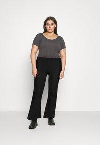 Pieces Curve - PCMOLLY  PANTS - Trousers - black - 1