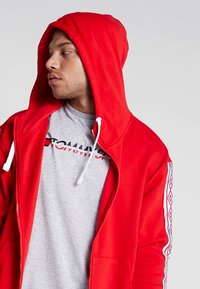 Umbro - TAPED ZIP THRU HOODIE - Zip-up hoodie - goji berry - 3