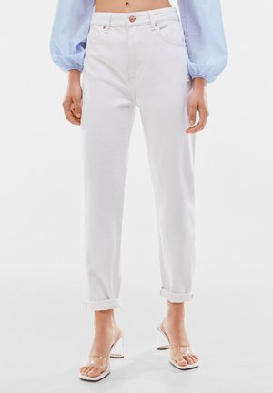 MOM FIT JEANS - Jeansy Relaxed Fit - white