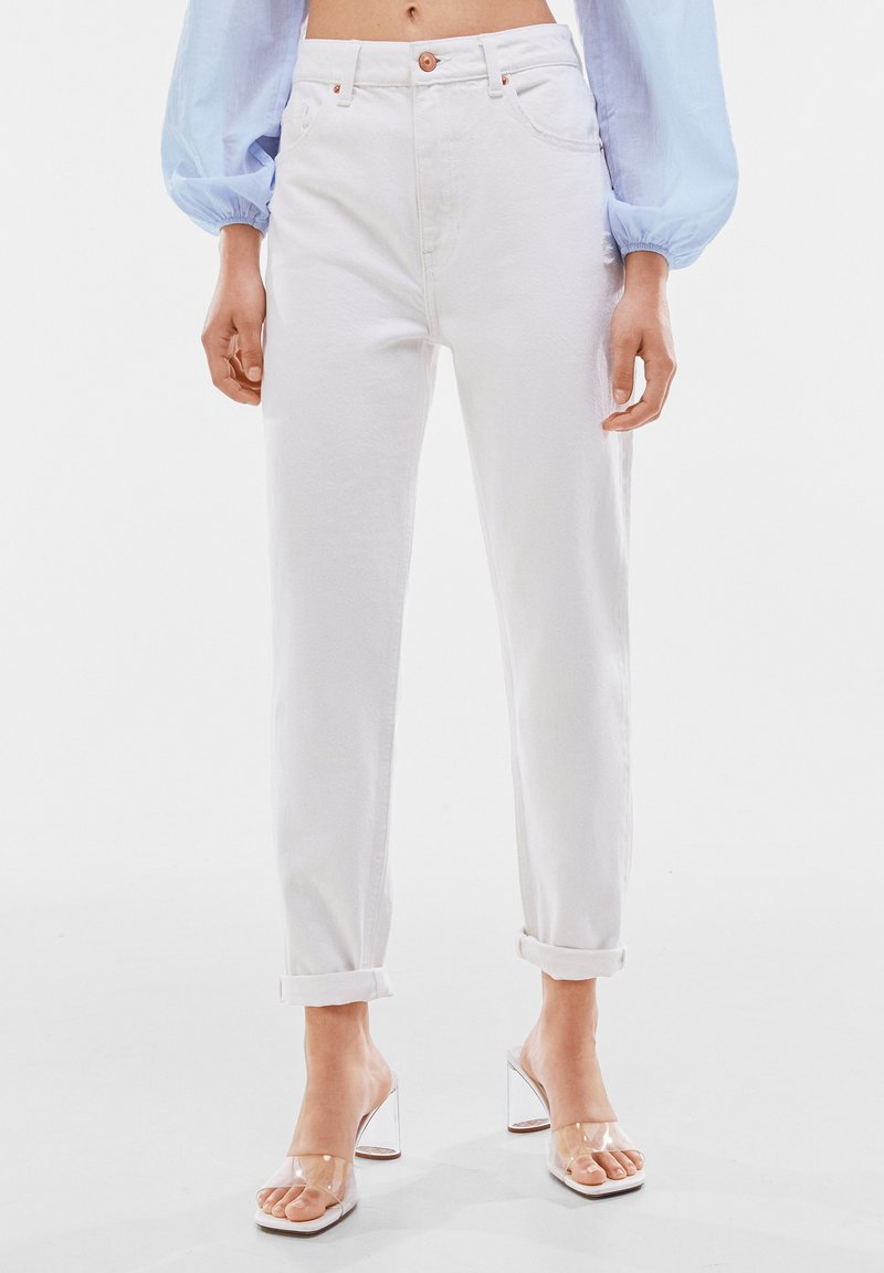 Bershka - MOM FIT JEANS - Jeans baggy - white